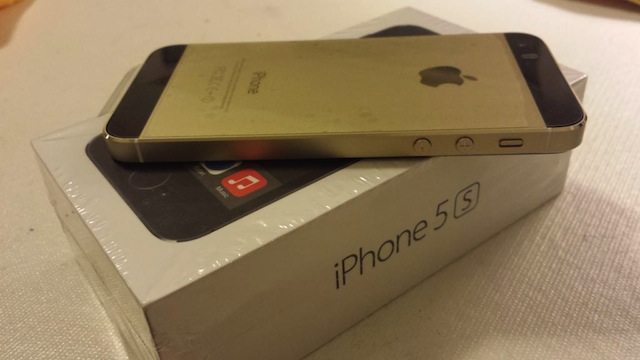 iPhone 5s Genuine Black Gold01