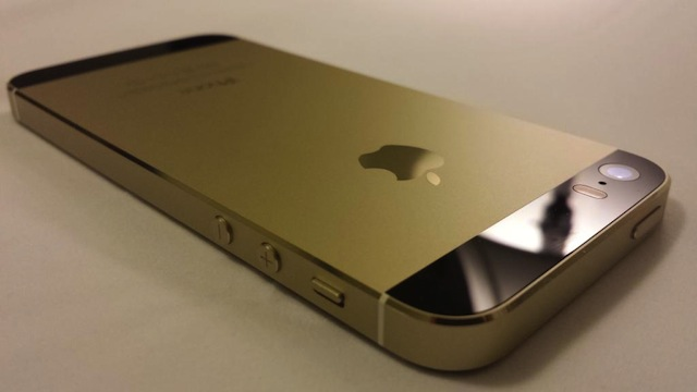 iPhone 5s Genuine Black Gold03